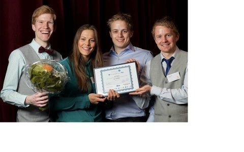 Her er de fire studentene som startet bedrift etter ideen de skapte på skolebenken. Fra venstre Eirik Gjelsvik Medbø (gründer), Ingrid Lonar (teknisk utvikling), Steinar Gamst (teknisk utvikling), Halvor Wold (gründer). De har fått pris for årets studentprosjekt av fagforeningen Tekna, og de fikk 2. plass i Venture Cup for beste forretningsplan i 2013.