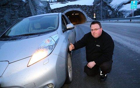 LITE Å KRITISERE: Andreas Nordhus Joihansen som selv er yrkessjåfør har lite å utsette på elbilen sin, selv som vinterbil.  Alle foto: Stein Wilhelmsen