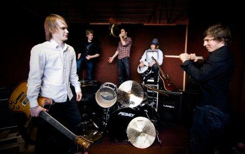 Planen er at gruppa Samora skal presentere den nye Førdesangen under Sommarfesten.