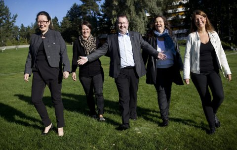 HØYREBØLGE: Høyre kaprer nesten halvparten av velgerne i Akershus og skaper en historisk høyrebølge i Akershus. Her er noen av Akershus Høyres stortingskandidater fra Romerike; f.v. Marianne Grimstad Hansen (Sørum), Tone W. Trøen (Eidsvoll), Kjartan Berland (Skedsmo), Mette Tønder (Nittedal) og Turid Kristensen (Lørenskog).FOTO: LISBETH ANDRESEN