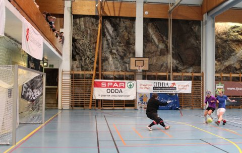 MATCHVINNER. Her scorer Bjørg Opedal Hove kampens eneste mål i kvinnefinalen. Tøffingane gikk av med seieren.