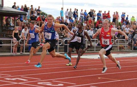 Øyvind Strømmen Kjerpeset vann 100 meter på tida 10,73 i junior-NM fredag kveld.