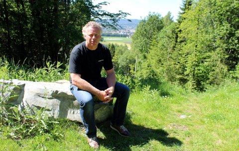 Sverre Siljan i By og Nærmiljøpartiet ønsker ingen boligutbygging i Valleråsen. Han ønsker å bevare det populære turområdet inntakt til glede for alle.