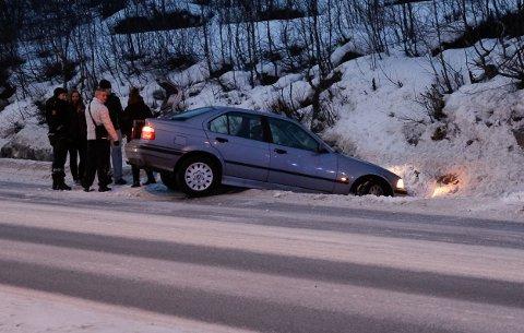 En personbil havnet i grøfta på E6 mellom Hesseng og Kirkenes tirsdag ved 9-tida. Ingen kom til skade.