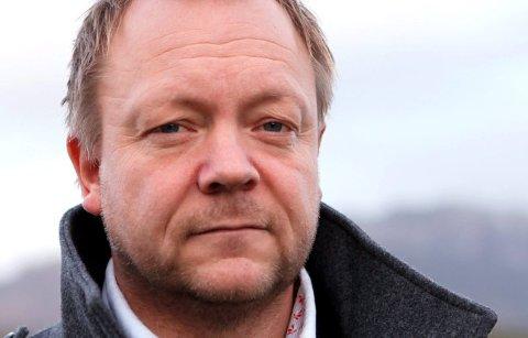 KLOKKEKLAR:  Først må vi bestemme oss for vegen frå Svelgen til Indrehus, samstundes kan vi arbeide for ny veg frå Indrehus til Florø, Bengt Solheim-Olsen.
