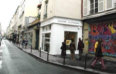 Vindusshopping i galleriene i Rue de Seine.