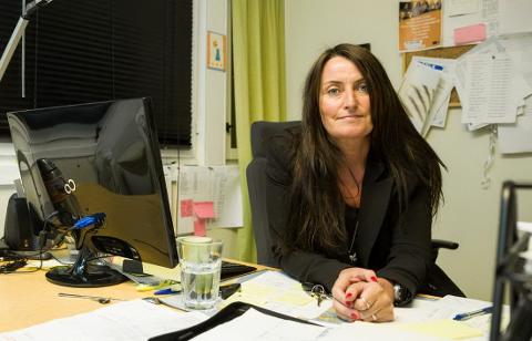 MOTTAKER: Nestleder ved Oscarsgaten asylmottak, Hilde Marie Meyer, organiserer og hjelper til med praktiske gjøremål når beboere skal sendes ut av landet.