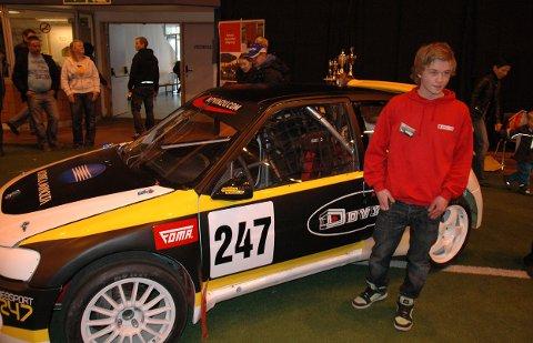 17-åringen Jonas Dalset Jakobsen er fornøyd med nybilen, som han skal kjøre i årets rallycross-sesong