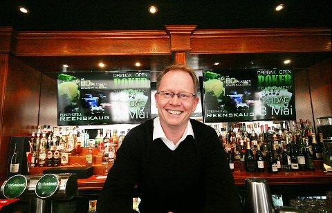 Pokerfjes: Frode Fagerli har jobbet med og for poker i Norge i en årrekke. I disse dager arrangerer han NM i poker i Dublin.Begge foto: Felicia Øystå