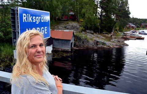 Belinda Abbott bor like ved svenskegrensen på Kornsjø. (Foto: Trine Bakke Eidissen)