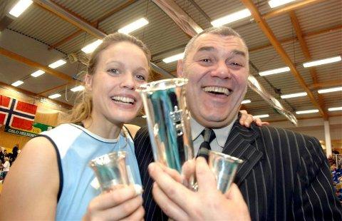 Så ble det i hvert fall noen KVBK-ere som vant gull i år.  Unn Kvendseth og trener Neven Kuresevic ble norgesmestere for damer med Koll (Foto: Terje Pedersen/ANB)