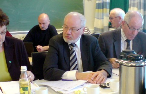 GAV KLARSIGNAL: Helse Vest sin representant, Helge Bryne (midten), hadde før dagens styremøte i Helse Førde fått klarsignal frå leiinga i regionføretaket til å leggje ned i Florø.