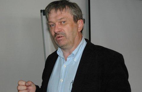 Ordfører Kjell B. Hansen (Ap) kommer med kritikk av helse og omsorgstjenesten, og håper man snart kan se effekten av innsparingstiltakene.