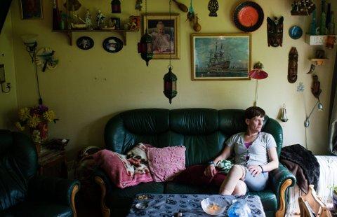 ET HJEM: Nina Sand-Engh er sliten av å bo i det rusbelastede miljøet i kommunalboligene i Leirsundveien. Hun er sikker på at hun hadde vært på bedringens vei hvis hun bodde i et annet miljø. BEGGE FOTO: KATINKA HUSTAD