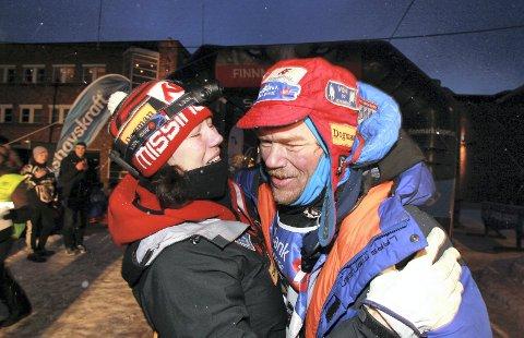 Deler scene: Trine Rein og Lars Monsen tar en liten avstikker fra hundekjøringen, og kommer til Holmestrand 24. januar. PS: 60 billetter til sterkt redusert pris er holdt av til publikum under 18 år. Foto: Privat