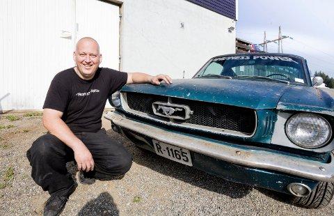 Mustang-mania: Karl Ness har en forkjærlighet for klassiske Ford Mustang.