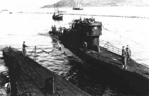 Tyske ubåter:på Narvik havn. Ubåtene ligger ved siden av Aviso Grille. Foto utlånt av Narviksenteret m/Krigsmuseet