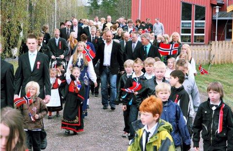 TIDLIG UTE: Toget gikk allerede klokka ni fra Solør Montessoriskole. FOTO: KJELL I. WÅLBERG