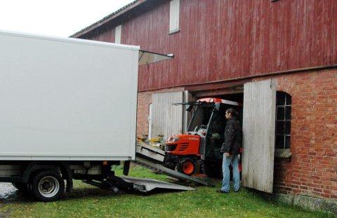 Pakket sammen: I går pakket forskerne sammen utstyret etter en ukes arbeid med «virtuell arkeologi» på Aske i Brunlanes og sensasjonelle funn på Lunde i Tjølling.