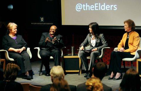 Gro Harlem Brundtland, biskop Desmond Tutu og Mary Robinson er medlemer av gruppen The Elders. De var i samtale med Siri Lill Mannes i litteraturhuset.