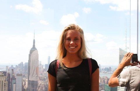 New York, New York: Emma Olsen (17) er utrolig fornøyd med oppholdet sitt så langt i den store verdensbyen.
