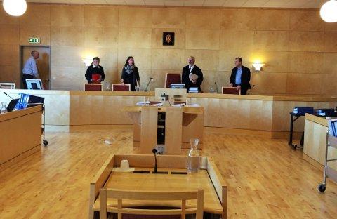 Dommer Gunnar Øyhaugen med sine meddommere la onsdag ut dommen i narkotikasaken på Lillehammer.