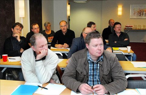 Urolige: Terje Sandø (til venstre) og Lars Kåre Kvila i styret i notfiskerlaget er bekymret for sildemengden som ligger på fryselager.