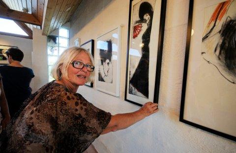 Gallerist Kirsti Kalstad kan by på en svært spennende og variert utstilling på Tranøy Galleri i sommer. Hovedutstiller er Dagfinn Knudsen fra Oslo.