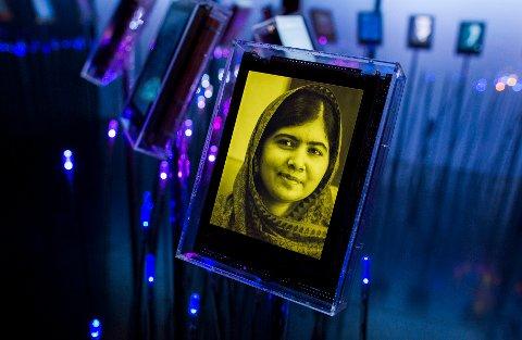 Nobels fredspris 2014. Pakistanske Malala Yousafzai er årets vinner av fredsprisen og har fått sin egen skjerm i Nobels hage i Nobels Fredssenter i Oslo fredag ettermiddag. Malala vant prisen sammen med indiske Kailash Satyarthi. Foto: Vegard Wivestad Grøtt