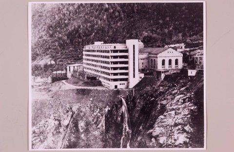 Norsk Hydros fabrikk på Rjukan var tungt bevoktet av tyske soldater. Anleggets beliggenhet gjorde operasjonen enda vanskeligere.