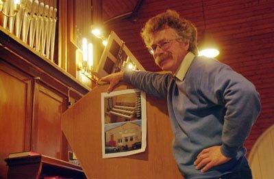 600.000 kroner pluss moms, koster det nye digitale orgelet som settes inn i Løken kirke i november. Menigheten har skaffet hele summen selv gjennom gaver og innsamlinger, forteller organist Richard Morgan.