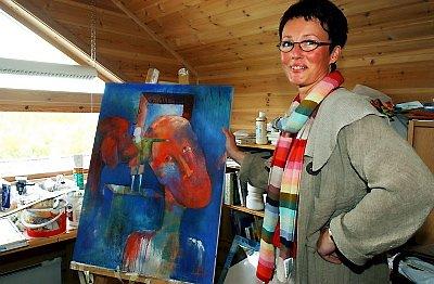 RESPONS: Marit Skog er en av mange kunstnere som har bidratt til økt omsetning i Sjøgata. Det er fortsatt mulig å få med seg de fleste utstillingene.(Arkivfoto: Torild Wika)