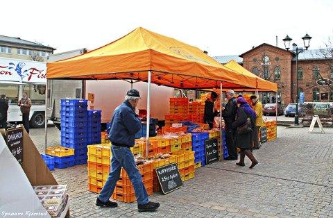 God Tradisjon: Fra markedet i Arvika. Her kan man blant annet få kjøpt tradisjonelle bakervarer.