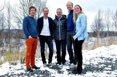 UNIKE LØYPER: - TV-overført NM har aldri hatt en slik løype før, sier Terje Lund i Norges Skiforbund (til venstre). Torsdag møtte de NM-komiteen. Fra høyre Ane Lusie Tellebon, Øistein Lunde fra Norges Skiforbund, Terje Schølberg og Kjetil Reinskou. (Foto: Guril Bergersen)