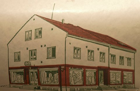 TEGNING: Slik så bygget Hellum etablerte seg i ved torget for 60 år siden.