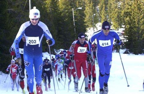 LEDET HELE VEIEN: Gard Filip Gjerdalen (202) ledet årets utgave av Ringkoll-løpet fra start til mål. Her er han først opp bakken fra start, tett fulgt av Geir Inge Hansen fra Nes Ski.