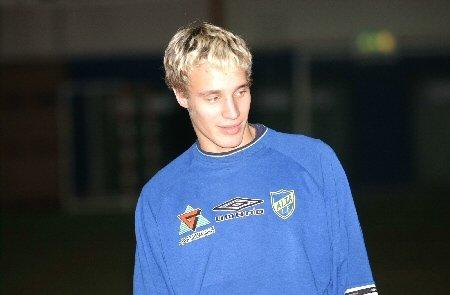 Altaspiller Tore Reginiussen blir tilbudt kontrakt i Tromsø IL. Men uansett skal han spille for Alta minst en sesong til.