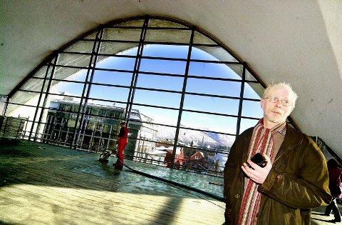 Biblioteksjef Einar Dahl er klar til å flytte inn i byens nye katedral.