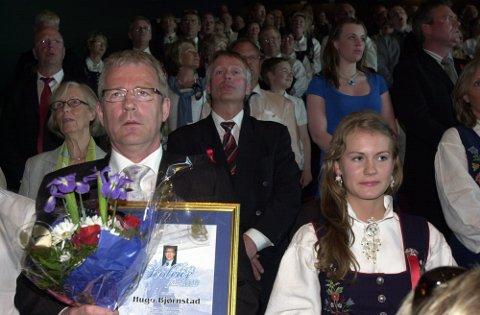 Mens salen sang Ja vi elsker, så lot en ordfører og hans datter Christine denne stunden synke inn, bak sesprisutdeler Thorvardur Gunnlaugsson.