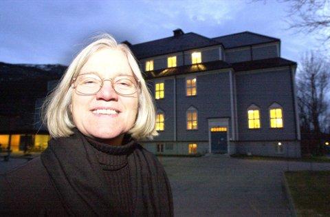 Tidligere rektor ved Høgskolen i Nesna, Arna Meisfjord, er igjen på barrikadene. Nå brenner hun for opprettelse av Kvinneuniversitet på høgskolen. Foto: Arne Forbord
