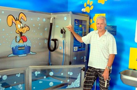 SATSER:  Thor Ellefsen har fått på plass Telemarks første hundevaskeautomat.Lørdag åpner han dørene i Dog Wash Porsgrunn for publikum, og fra samme dag er automaten åpen døgnet rundt.