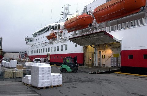 MS «Nordkapp» skal bygges om til redusert lastekapasitet og 15 bilplasser. Foto: Knut Johansen