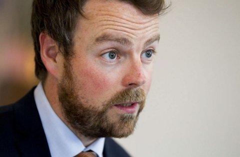 Barn som mobber, bør flyttes til andre skoler, mener kunnskapsminister Torbjørn Røe Isaksen (H).
