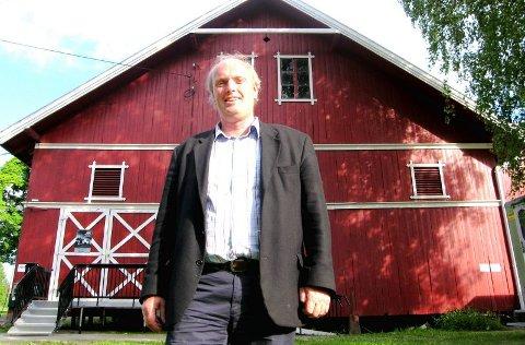 ØNSKER LANDSBYPREG: Eivind Klemp fra Skedsmokorset kulturforum håper på et nytt sentrum på Huseby-jordet.FOTO: STIAN BJERKEFLÅTA