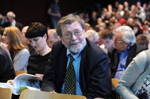 GROVT: Frank Aarebrot mener KrF-episoden i Sarpsborg er så grov at folk forstår at det ikke er offisiell KrF-politikk. Dermed tror valgforskeren at partiet ikke vil tape mye på bruduljene denne uka. (Foto: Terje Pedersen, ANB)