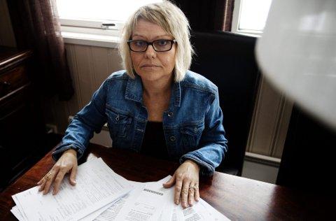 Yrkesskadd på seminar: Aina F. Fosberg sliter fortsatt med ryggskaden hun ble påført for 15 måneder siden. Etter hvert har papirbunken fra Nav, leger, forsikringsselskap og advokater bare vokst seg større og større. Foto: Martin Lundsvoll