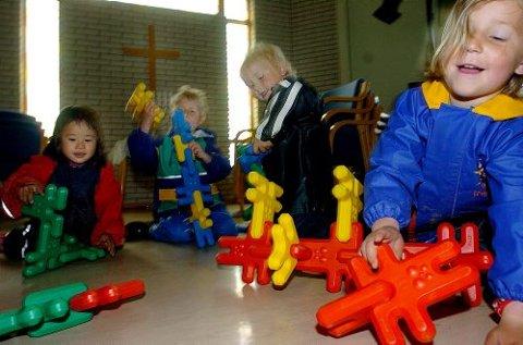 Emma Nesland, Nicolai Risdalen, Kasper Høiseth og Kristine Hammer stortrives i Bøle Misjonskirkes kirkerom.