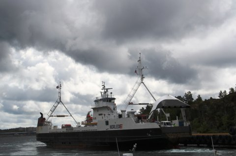 INNSTILT: Sambandet Leirvåg-Sløvåg er innstilt grunna trøbbel med ein hjelpemotor.