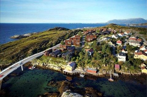 Nye Skorpa: Slik er de nye boligene i Felt 1 tegnet inn på Skorpa, sett fra vest. Til venstre den nye brua som skal komme over fra Meløya. Dagens bru mellom øyene ligger like utenfor bildekanten til høyre. Illustrasjon: KBBL  Eiendomsmegling