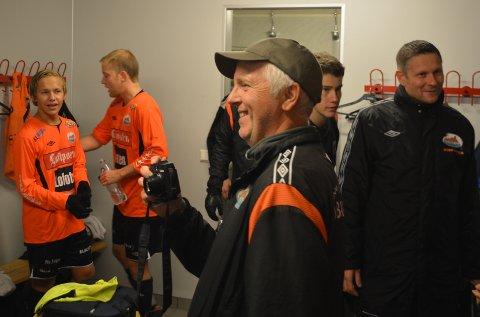 Speaker og Ballstad entusiast John- Inge Berg, syns at det jubles mye i garderoben til Ballstad for tiden.